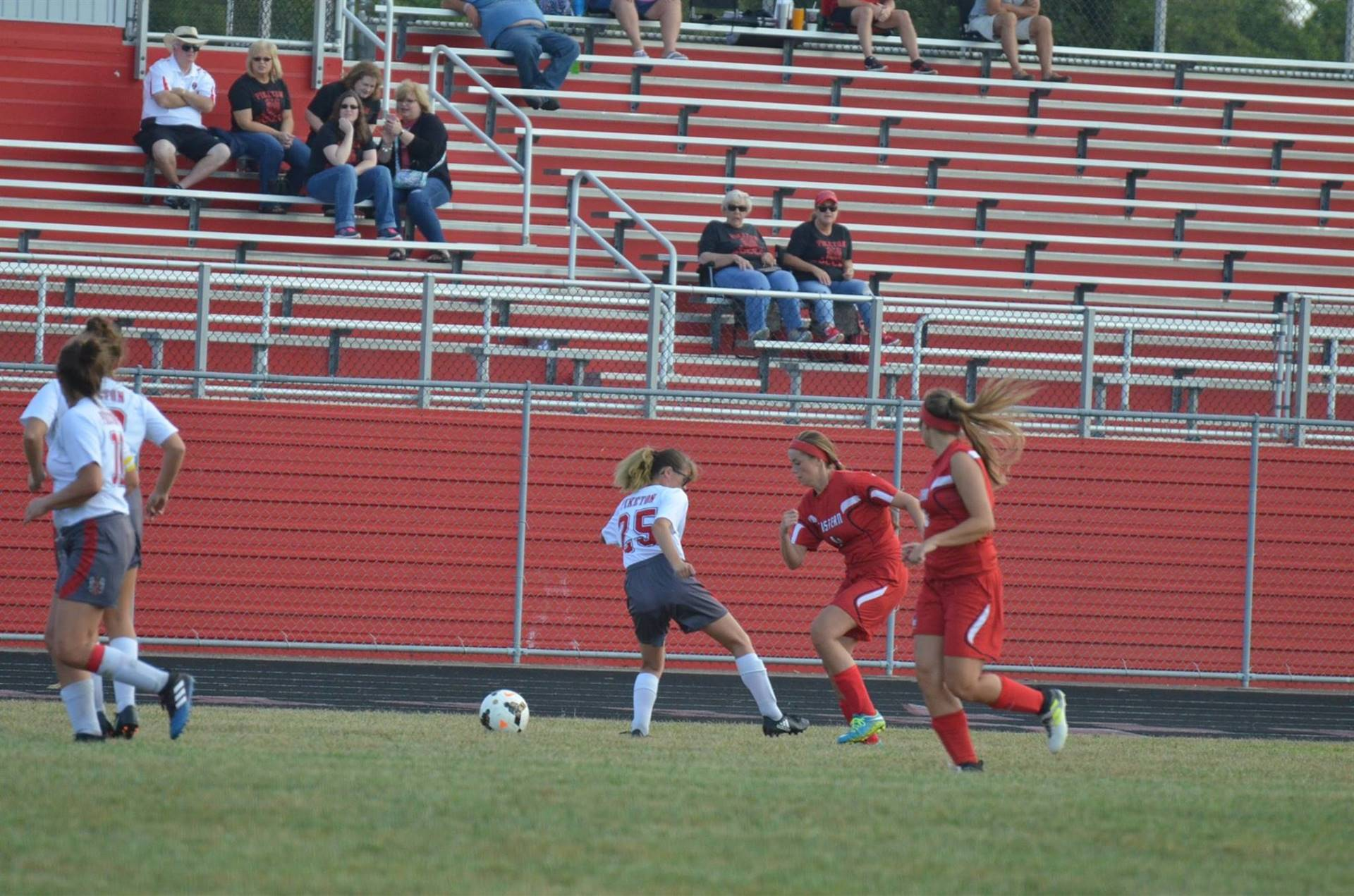 Emma D'Amico going for the ball.