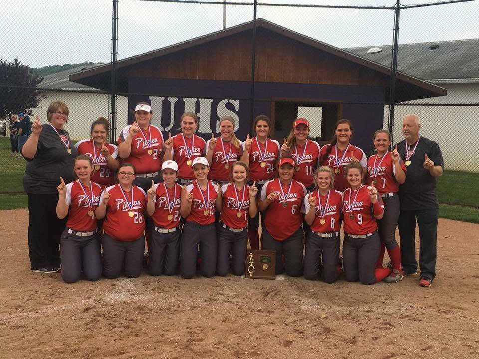 The 2017 Lady Redstreaks With Their District Title